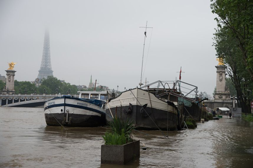 536859556-water-rises-near-the-area-of-the-eiffel-gettyimages.jpeg